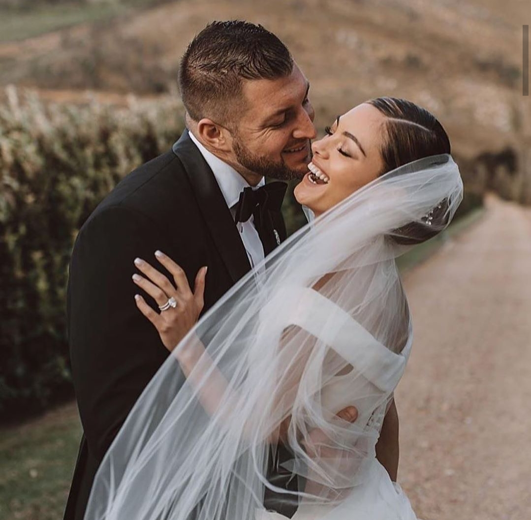 Demi-Leigh-Miss-Universe-2017-and-Tim-Tebow