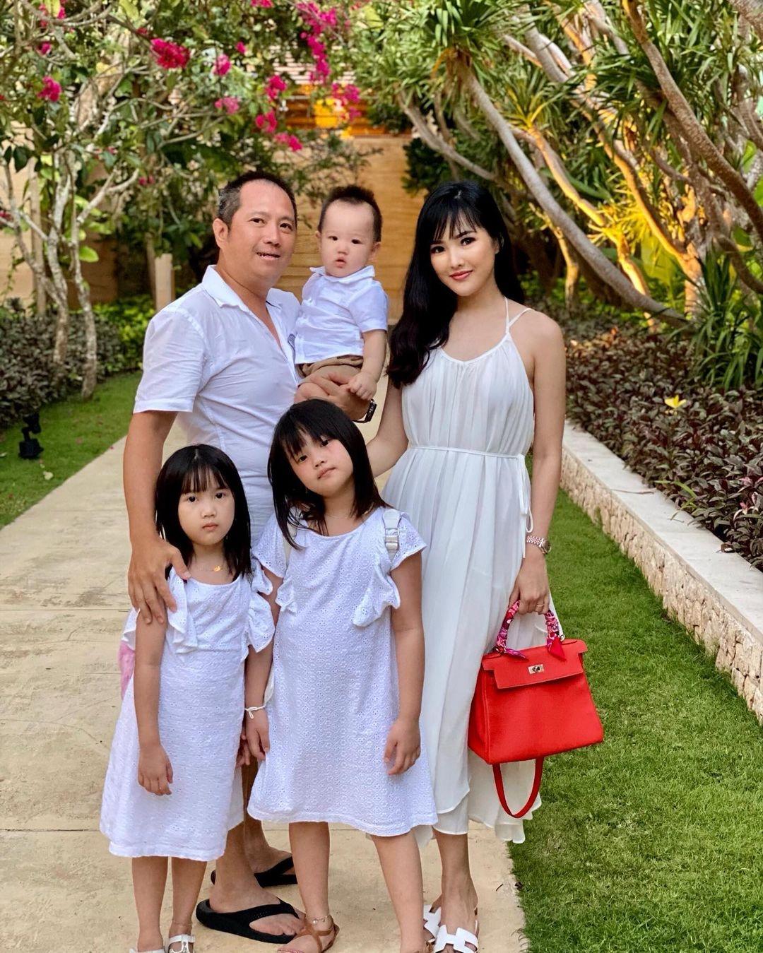 Spesial-Hari-Ibu-Bersama-9-Ratu-Kecantikan-Indonesia-Yang-Berprestasi-Dan-Membanggakan-Indonesia-Astrid-Ellena-Miss-Indonesia-2011