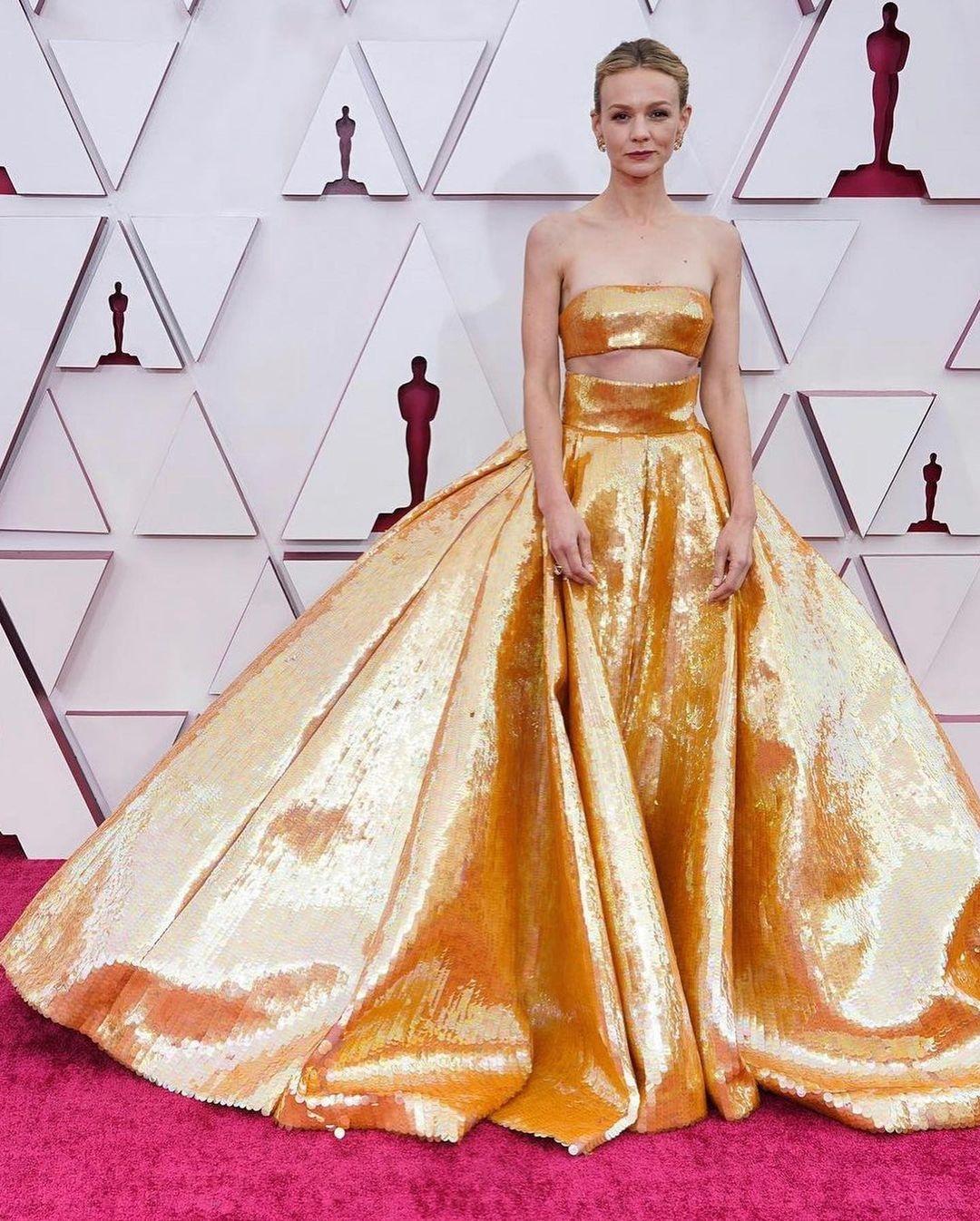 Carey-Mulligan-Top-10-Best-Evening-Gown-Red-Carpet-Oscar-2021
